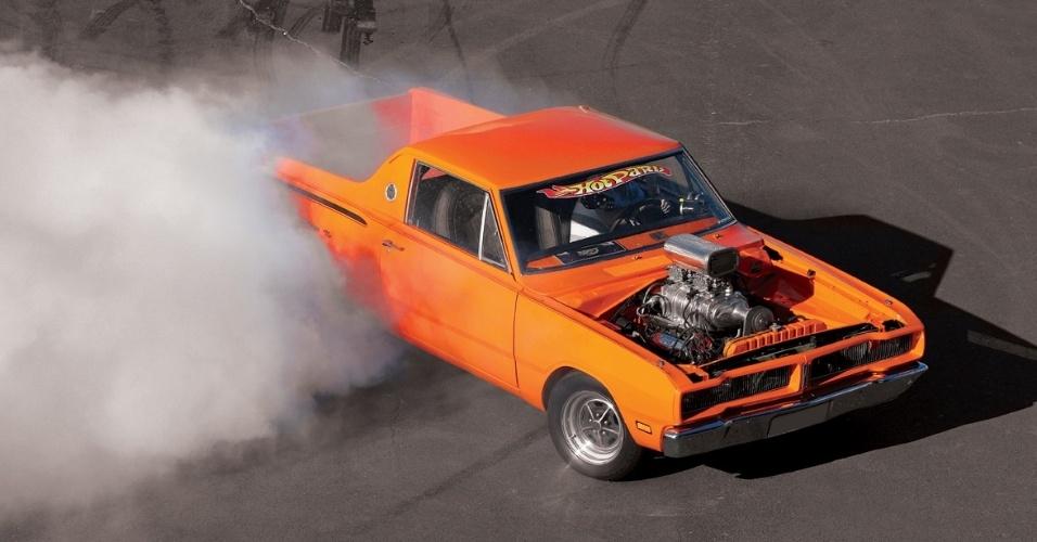 Burnouts, saídas de traseira e pneus destruídos viraram rotineiros depois que o Charger ganhou preparação da Hot Parts, de São Paulo