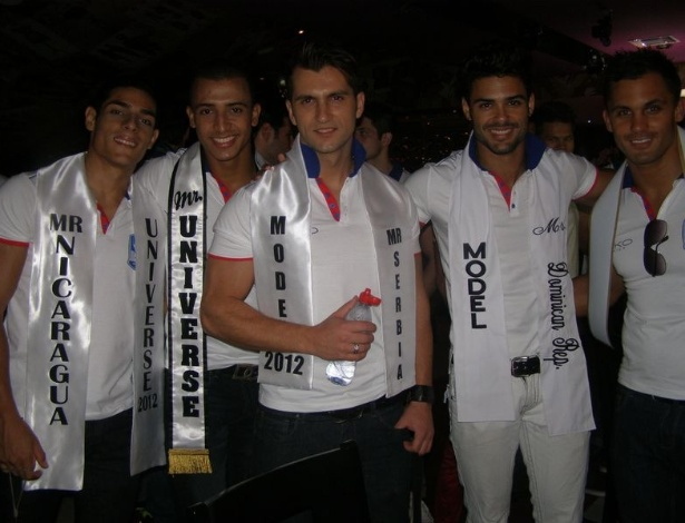 Candidatos ao t&#237;tulo de Mister Universo 2012 posam para foto na Rep&#250;blica Dominicana