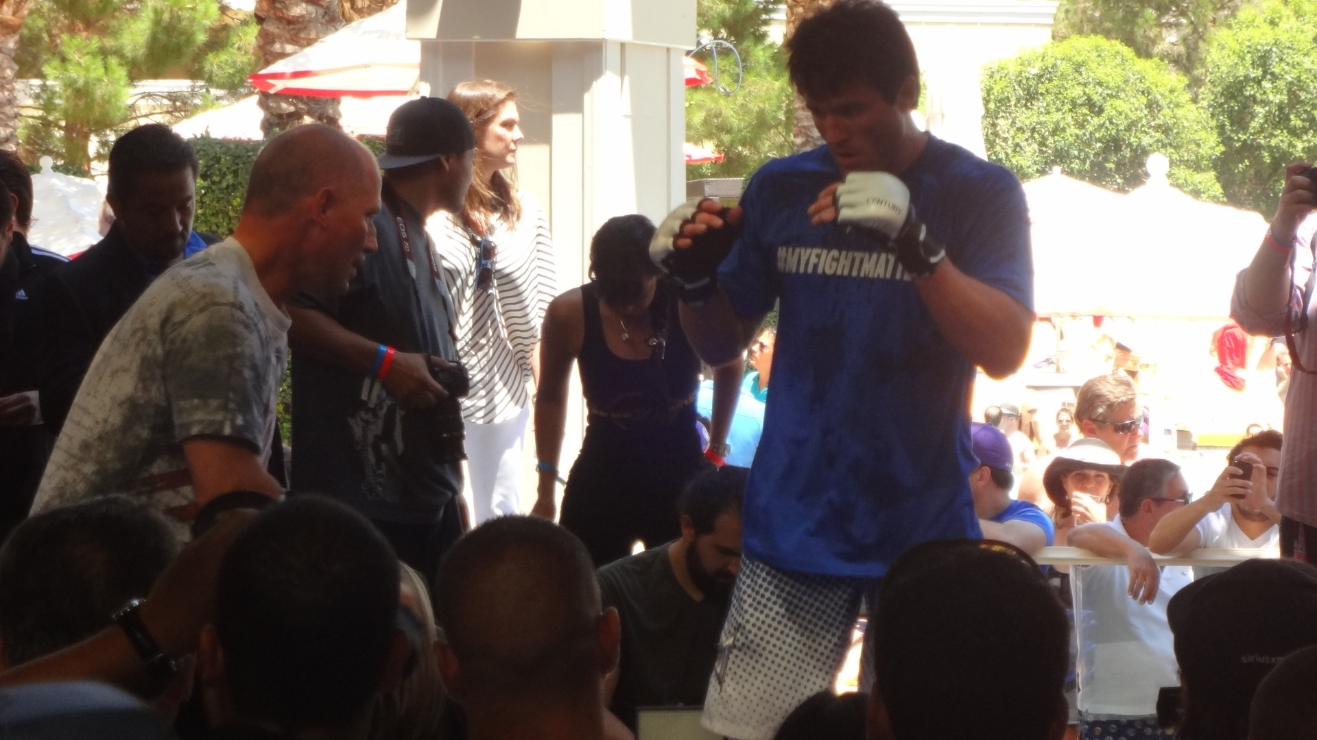 Chael Sonnen participa do treino aberto ao pblico antes de combate histrico com Anderson Silva em Las Vegas