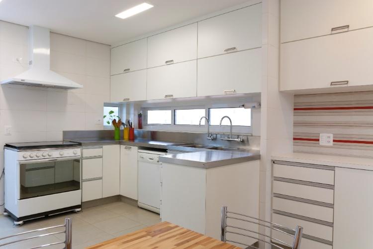 decoracao cozinha e copa : decoracao cozinha e copa:das paredes que separavam copa e cozinha, os espaços se integram e