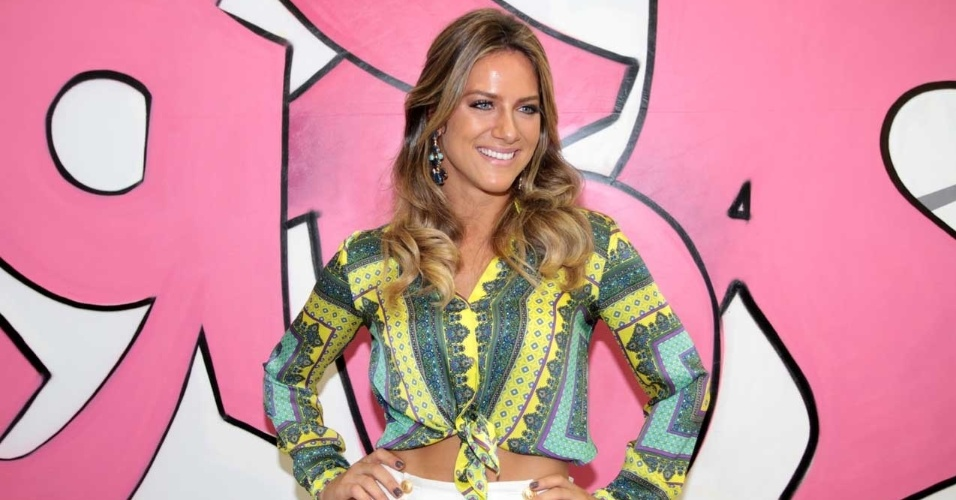 Giovanna Ewbank prestigou a feira Eletrolar, que acontece no Transam&#233;rica Expo Center, em S&#227;o Paulo (5/7/12)