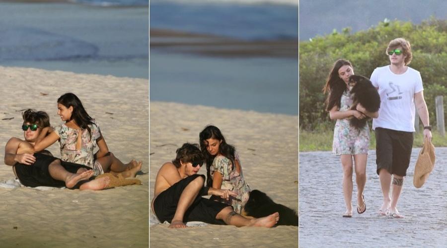 Isis Valverde e o namorado, Tom Rezende, foram à praia de Grumari, zona oeste do Rio (5/7/12)