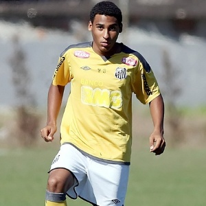 Joshua, 15 anos, atua nos EUA e ficar&#225; treinando na equipe sub 17 do Santos durante suas f&#233;rias