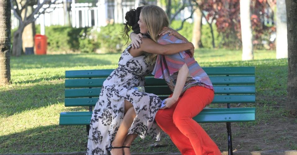 Juliana Paes e Angélica se divertiram durante a gravação do