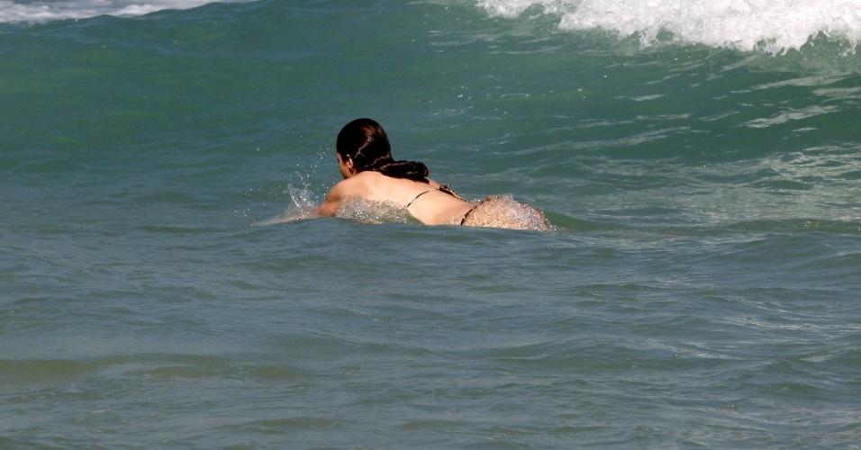 Letícia Spiller vai à praia da Barra da Tijuca, na zona oeste do Rio (5/7/2012)