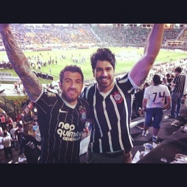Os ex-bbbs Cristiano e Rodrigão durante jogo da final da Libertadores 2012 que deu ao Corinthians a vitória sobre o Boca Juniors (5/7/12)