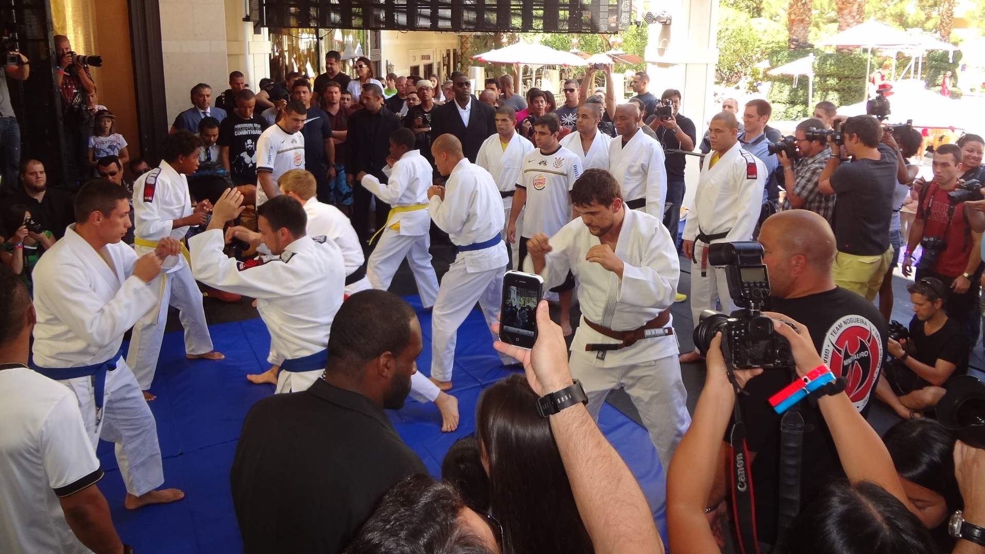 Principais lutadores do UFC 148 participam de treino aberto ao pblico antes do evento, em Las Vegas