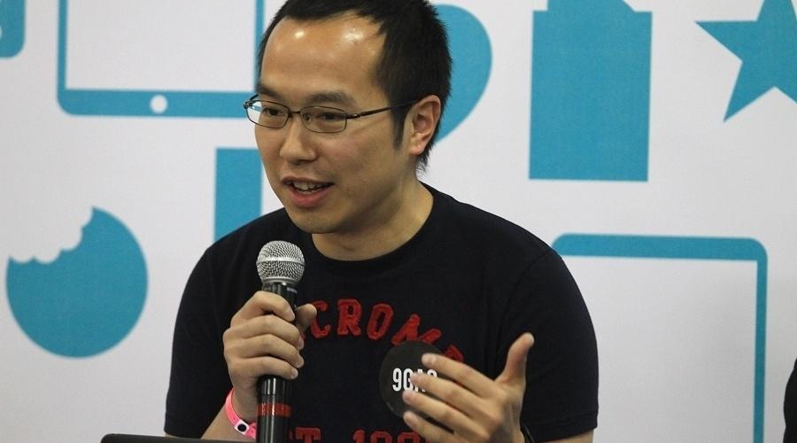 Ray Chan, fundador do 9GAG, conversa com participantes do YouPix 2012 durante palestra
