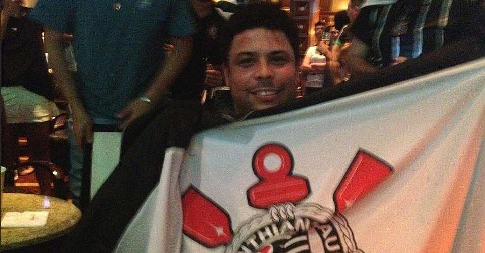 Ronaldo comemora título do Corinthians na Copa Libertadores da América (5/7/12)