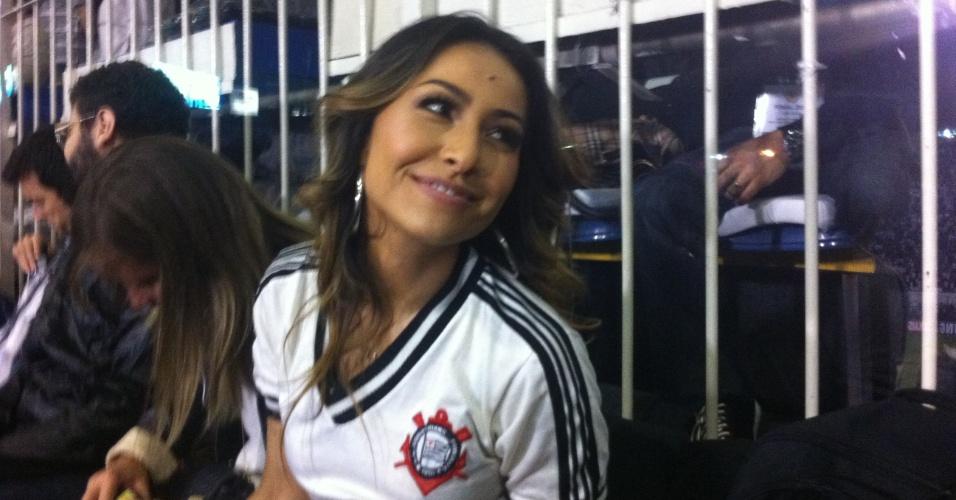 Sabrina Sato esteve no Pacaembu para ver a final da Libertadores