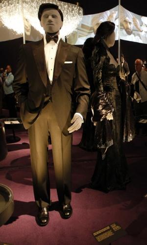 Smoking usado pelo ator Pierce Brosnan em seu primeiro filme da franquia 007
