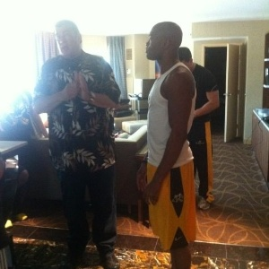 Steven Seagal visita Anderson Silva antes do UFC 148