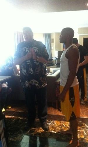 Steven Seagal visita Anderson Silva antes do UFC 148