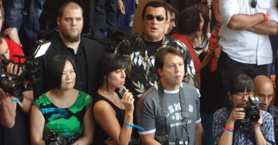 Steven Seagal, ator americano, assiste ao treino aberto do UFC 148, em casa noturna de Las Vegas