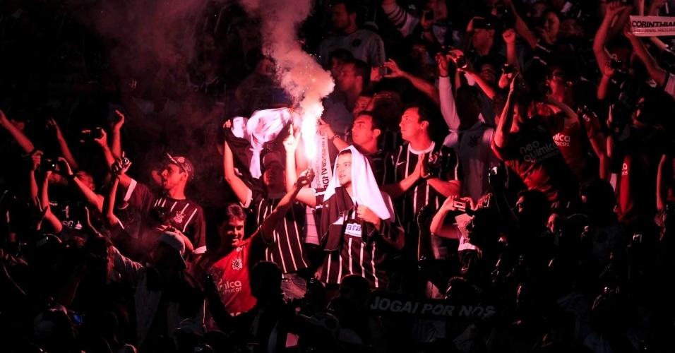 Torcedores do Corinthians durante final contra o Boca Juniors no Pacaembu