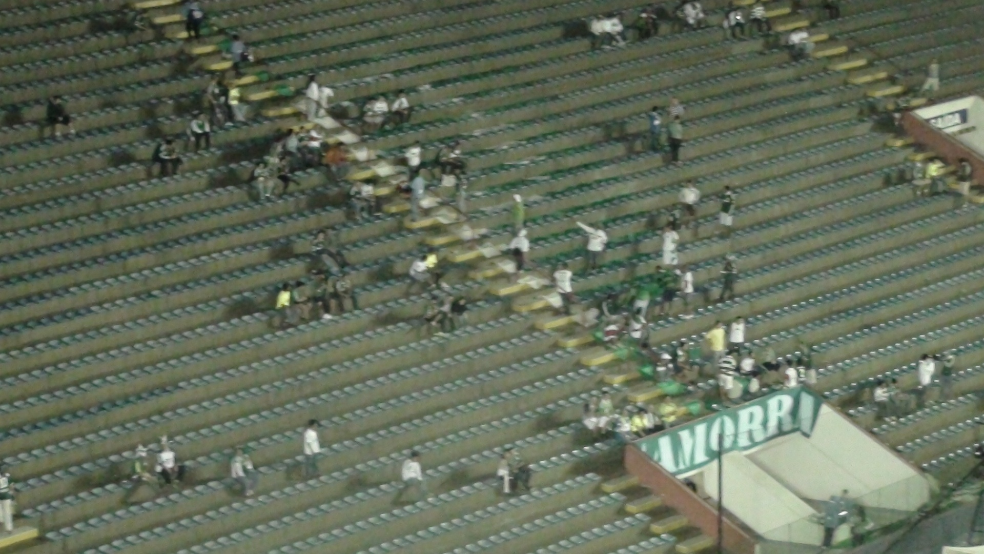 Torcedores do Palmeiras comeam a entrar na Arena Barueri para acompanhar a deciso da Copa do Brasil