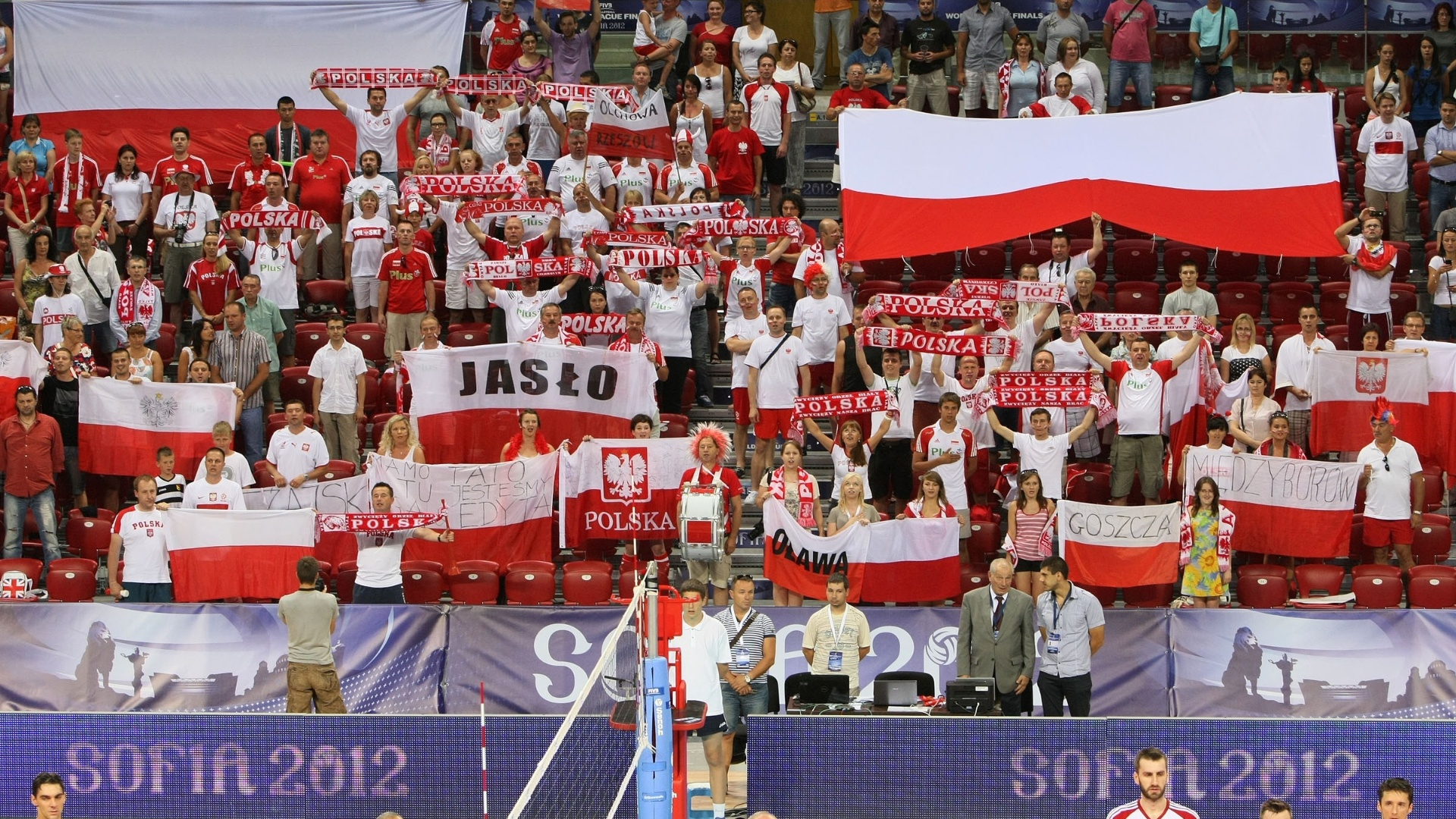 Torcida polonesa ocupa espaço grande no ginásio de Sófia, na Bulgária, na partida contra o Brasil pela Liga Mundial 2012 (05/07/2012)