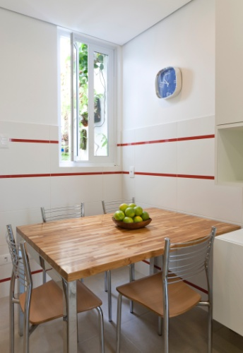 Mesa de cozinha pequena de canto id ias do for Mesas pequenas