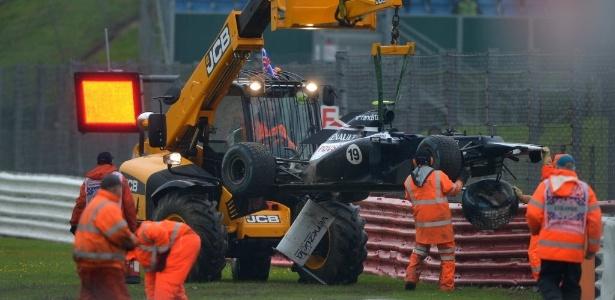 Carro de Bruno Senna é guinchado após brasileiro sofrer acidente