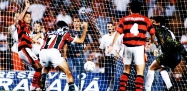 Renato Gaúcho marca gol histórico para o Fluminense em 1995, contra o Flamengo