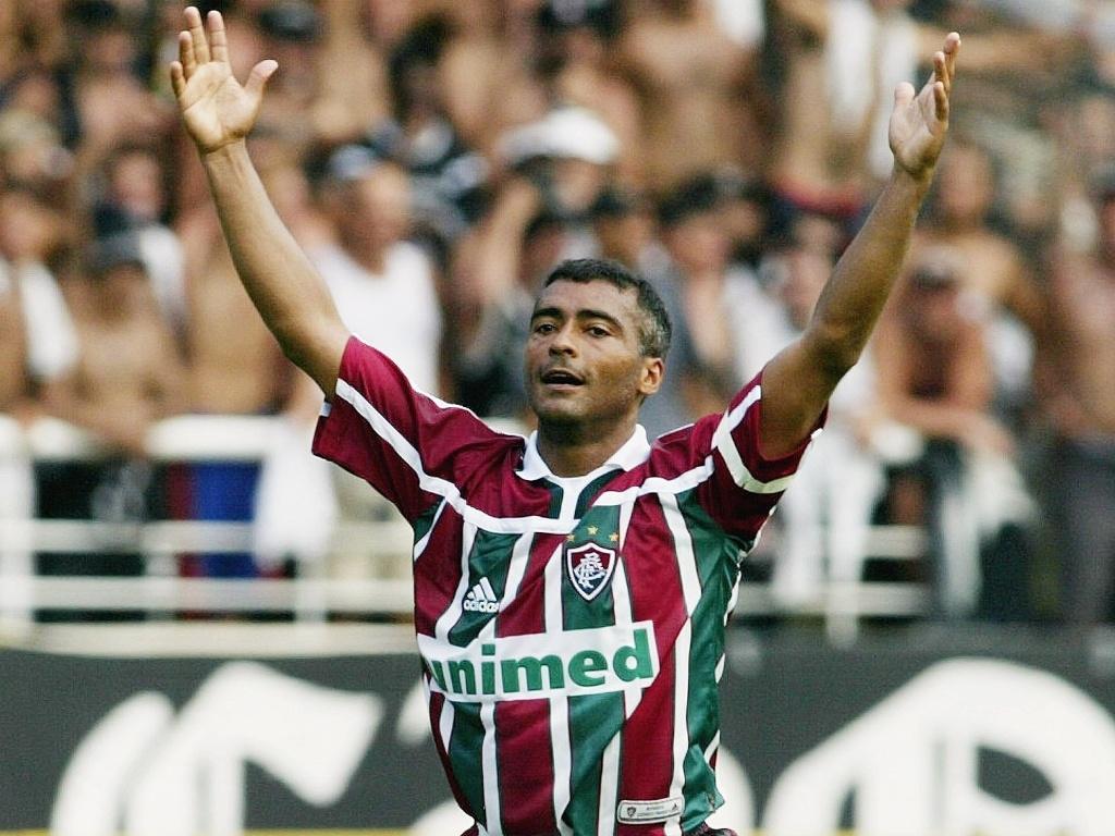 Romário comemora gol do Fluminense sobre o Corinthians durante o Brasileiro de 2002