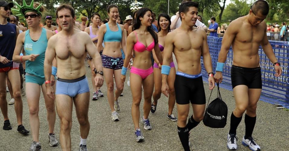só de calcinha, sutiã ou cueca para participar de corrida em Nova