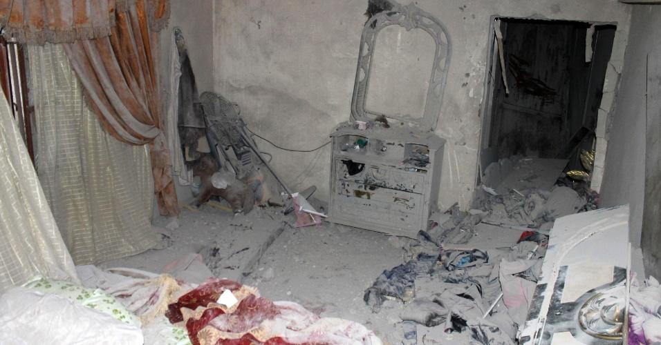 7.jul.2012 - Foto mostra interior de casa destruída em Wadi Khaled, no Líbano, após bombardeio de forças sírias