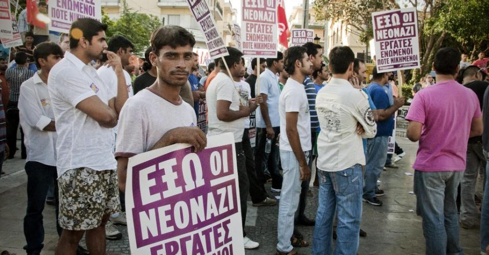 7.jul.2012 - Imigrantes paquistaneses fazem protesto contra a violência de neonazistas, em Atenas, na Grécia