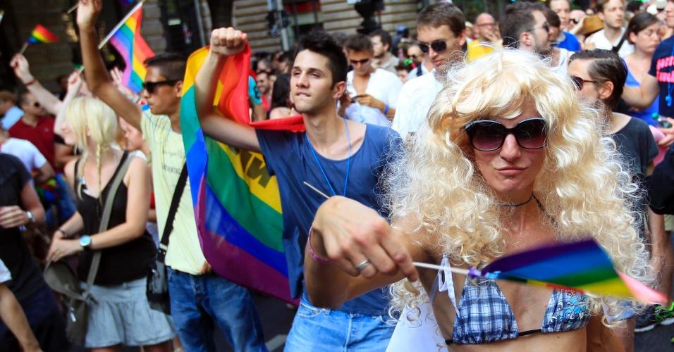 7.jul.2012 - Pessoas participam de anual parada gay em Budapeste, na Hungria