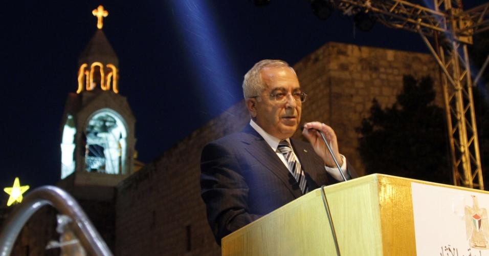 7.jul.2012 - Salam Fayyad, primeiro ministro da Palestina, profere discurso durante celebrações em frente à Igreja da Natividade, local em que Jesus Cristo teria nascido. O evento comemora o fato de a igreja ter sido nomeada patrimônio da humanidade pela Unesco (Organização das Nações Unidas para a Educação, a Ciência e a Cultura)