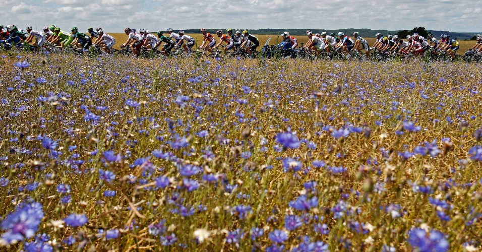 Belas paisagens rodeiam ciclistas durante as primeiras etapas do Tour de France