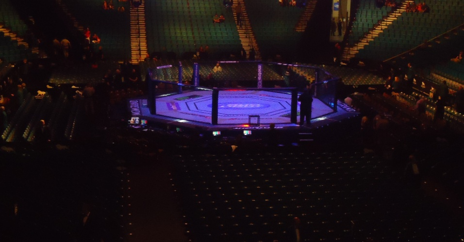 Vista geral do octógono na MGM Grand Arena antes do UFC 148