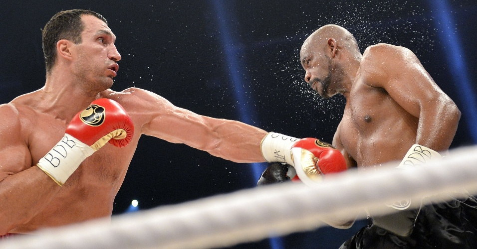 Wladimir Klitschko abusa dos socos para nocautear Tony Thompson