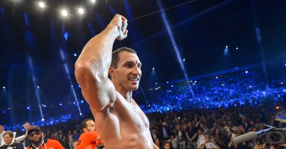 Wladimir Klitschko vence Tony Thompson e levanta o p&#250;blico no Stade de Suisse, em Berna
