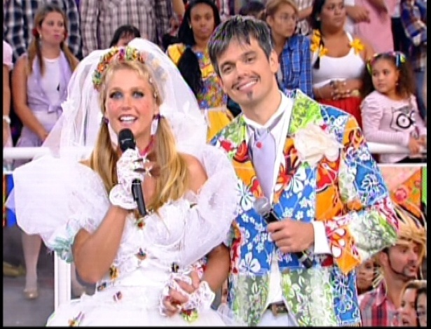 Xuxa se &#34;casa&#34; com Otaviano Costa no programa &#34;TV Xuxa&#34; deste s&#225;bado que faz uma homenagem &#224;s festas de S&#227;o Jo&#227;o (7/7/12)