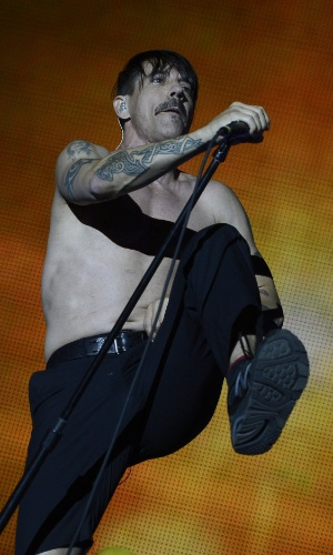 Anthony Kiedis do Red Hot Chili Peppers se apresenta na última noite do Rock In Rio em Madri, na Espanha (7/7/12)