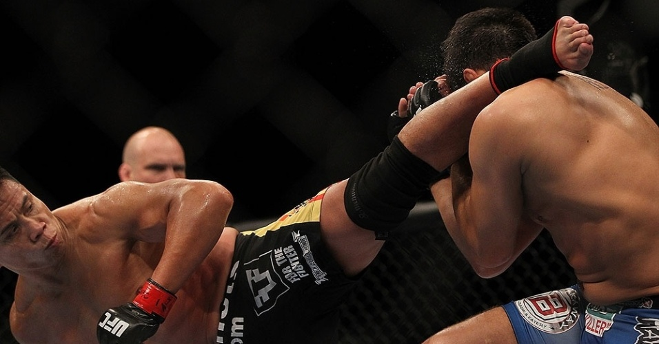 Cung Le chuta Patrick Cot em sua vitria por pontos no card principal do UFC 148