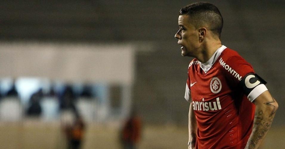 D'Alessandro voltou a ser suspenso por cartões, mesmo sendo capitão do Inter (07/07/2012)