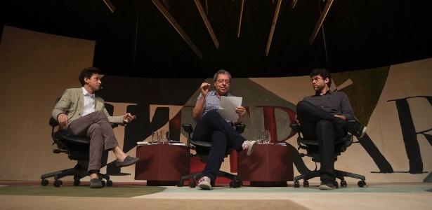 Eucana Ferraz (à esq) e Carlito Azevedo falam sobre a influência de Carlos Drummond de Andrade na literatura atual durante a 10ª edição da Flip 2012 em Paraty (8/7/12)