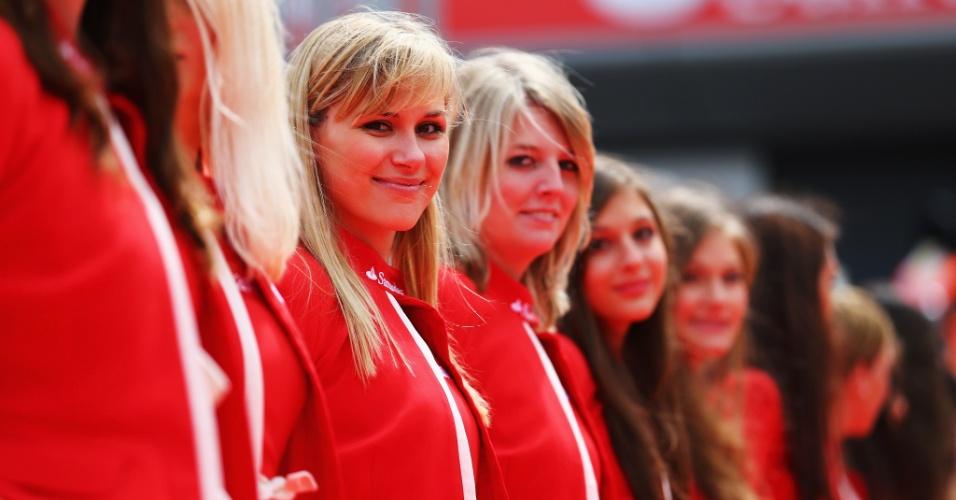 Grid girls ajudaram a embelezar o ambiente em Silverstone