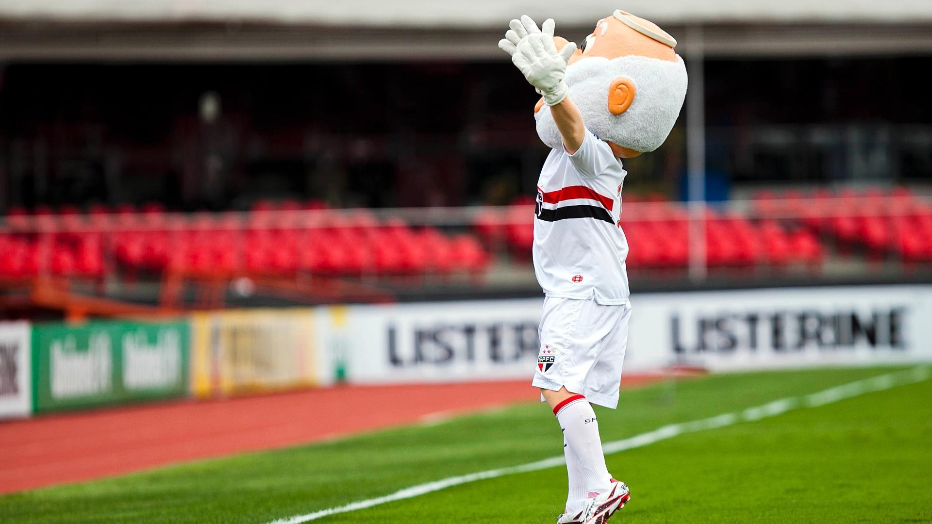 Mascote do São Paulo anima torcida no Morumbi antes da partida entre São Paulo e Coritiba