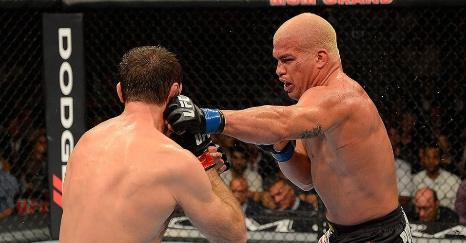 Novo integrante do Hall da Fama, Tito Ortiz golpeia Forrest Griffin