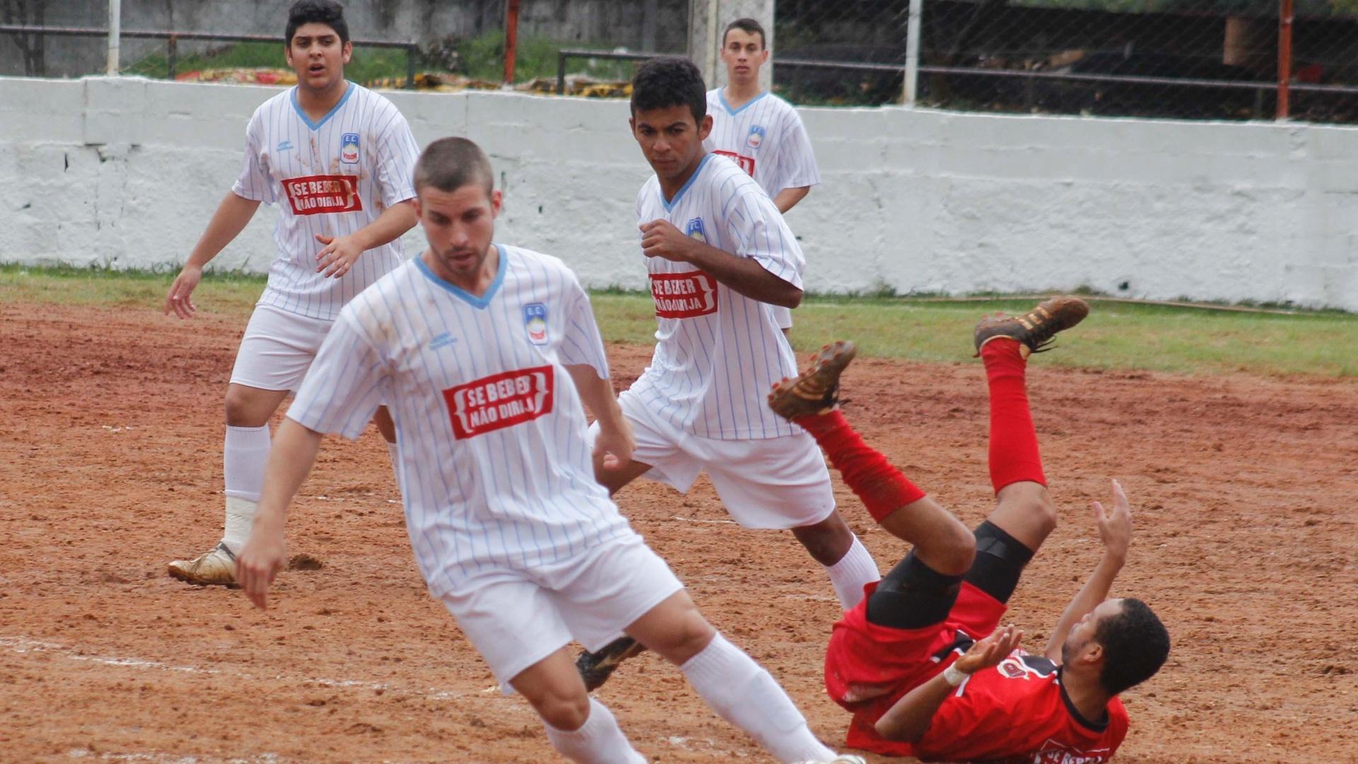 Vigor (branco) e Juventude (vermelho) fizeram um jogo disputado