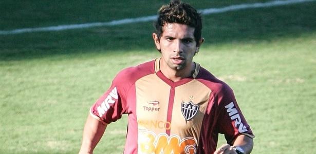 Atacante Guilherme, do Atlético-MG, durante treino na Cidade do Galo (3/7/2012)