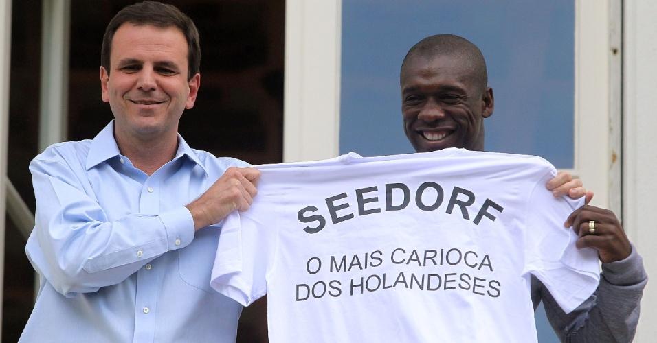 Coletiva de Seedorf no Botafogo - Eduardo Paes e Seedorf