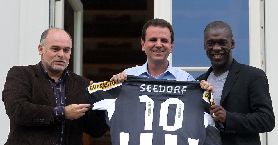 Coletiva de Seedorf no Botafogo - Maurício Assumpção, Eduardo Paes e Seedorf