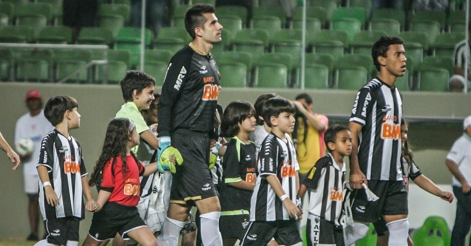 Goleiro Victor em seu primeiro jogo pelo Atltico-MG contra a Portuguesa (8/7/2012)