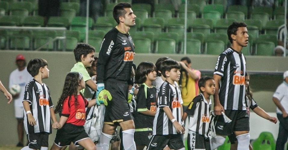 Goleiro Victor em seu primeiro jogo pelo Atlético-MG contra a Portuguesa (8/7/2012)