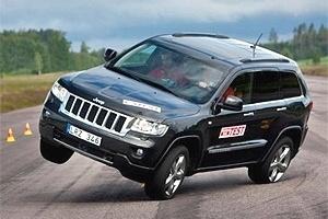 Jeep Grand Cherokee quase vira no teste do alce