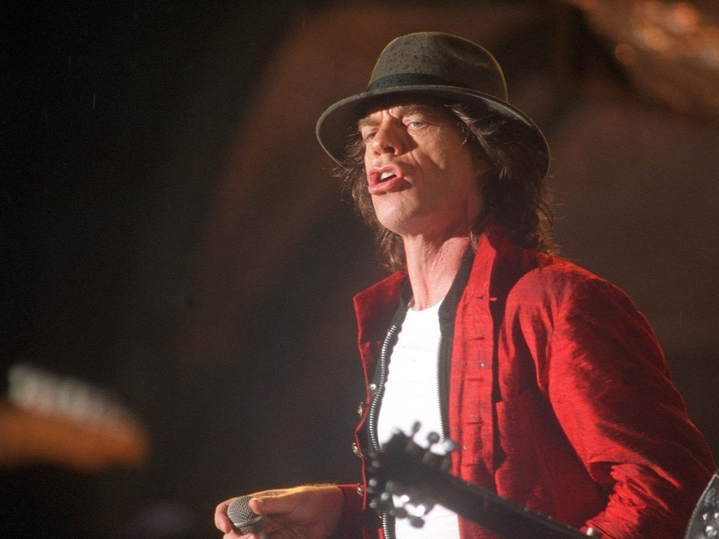 Mick Jagger se apresenta no show dos Rolling Stones, no estdio do Pacaembu, em 1995